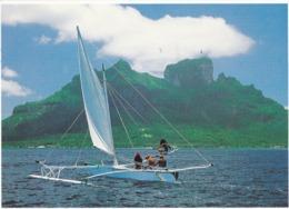 BORA BORA PIROGUE A VOILE DANS LE LAGON (mod2) - Frans-Polynesië
