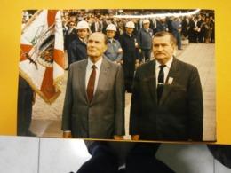 Photographie Presse François Mitterrand,Lach Walesa,Pologne Lot A,année 1989,très Bel état,format 24X16cm,envoi En Lettr - Personnes Identifiées