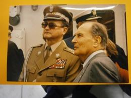Photographie Presse François Mitterrand,Pologne Lot B,année 1989,très Bel état,format 24X16cm,envoi En Lettre économique - Personas Identificadas