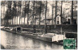 18 BOURGES - Canal Du Berry - Un Chaland - Bourges