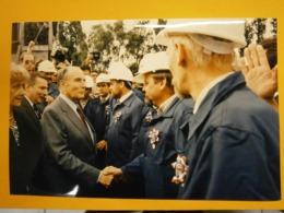 Photographie Presse François Mitterrand,Lach Walesa,Pologne Lot G,année 1989,très Bel état,format 24X16cm,envoi En Lettr - Personas Identificadas