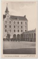 18 - Bourges - Grand Séminaire De Bourges - Cour Intérieur Coté Sud Est - Animée - Bourges