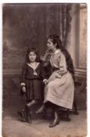 6000 - Carte Photographique Sans Titre - Photo De Deux Jeunes Filles Non Identifiées - édit. Auchère à Pussay - - Fotografia