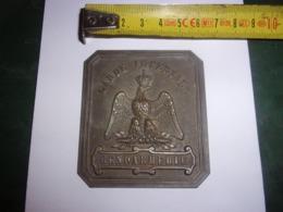 RARE ANCIENNE  PLAQUE GENDARMERIE  GARDE IMPERIALE CUIVRE AIGLE COURONNE 6.5/7 CM 31 GRAMMES SECOND EMPIRE - Divise