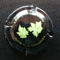 (dch-338) CAPSULE-CHAMPAGNE  Etalement De La Feuille - Champagnerdeckel
