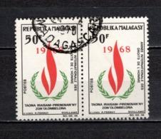 MADAGASCAR   N° 446   EN  PAIRE  OBLITERE   COTE 1.00€    DROITS DE L'HOMME - Madagascar (1960-...)