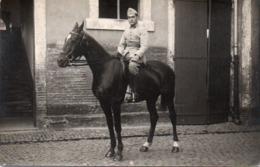 910Mm  Carte Photo Soldat à Cheval Cavalier Du 17 Eme Regiment - Uniformen