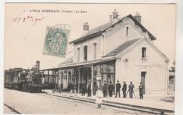 Cpa  86 L'Isle Jourdain    La Gare - L'Isle Jourdain