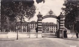 49 . ANGERS. CASERNE DESJARDINS. ENTRÉE . ANNEE 1954 + TEXTE - Angers
