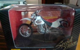 MOTO HONDA XR 400 R ECHELLE 1/18 - Motorfietsen