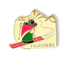 Pin's FUJICOLOR - Pellicule Photo Faisant Du SKI De FOND - I737 - Fotografie
