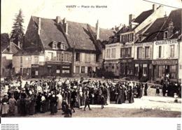 58. Nièvre   : Varzy : Place Du Marché . - Francia