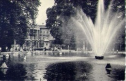 Bruxelles - Le Jet D'eau Au Parc Et Le Parlament - Formato Piccolo Non Viaggiata – E 14 - Belgio