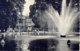 Bruxelles - Le Jet D'eau Au Parc Et Le Parlament - Formato Piccolo Non Viaggiata – E 14 - Non Classificati