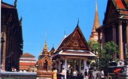 Inside The Grounds Of Wat Phra Keo - Emerald Buddha Temple - Bangkok - Formato Piccolo Viaggiata – E 14 - Cartoline
