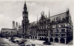 Munchen - Rathaus Und Frauenkirche - Formato Piccolo Viaggiata – E 14 - Cartoline