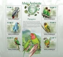 Mozambique, 2010. [moz10117] Parrots, ( Psitacus Erithacus, Psittacula Krameri, Poicephalus Guliemi, Etc.. (s\s+block) - Papageien