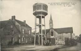 """/ CPA FRANCE 49 """"Le Louroux Beconnais, Place Des Perreins, Le Château D'eau"""" - Le Louroux Beconnais"""