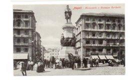 ITALIE - NAPOLI - Monumento A Giuseppe Garibaldi - Très Animée  (D119) - Napoli (Naples)