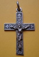 Joli Crucifix En Argent Décoré De Fleurs De Lys, à Dater ! - Religion & Esotericism