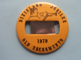DIXIELAND JUBILEE 1979 - OLD SACRAMENTO (U.S.A.) : Speld / Badge ( See / Voir Photo ) +/- 9 Cm. ! - Musik & Instrumente
