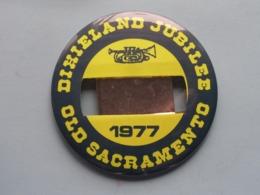 DIXIELAND JUBILEE 1977 - OLD SACRAMENTO (U.S.A.) : Speld / Badge ( See / Voir Photo ) +/- 9 Cm. ! - Musique & Instruments