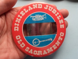 DIXIELAND JUBILEE - OLD SACRAMENTO (U.S.A.) : Speld / Badge ( See / Voir Photo ) +/- 9 Cm. ! - Musik & Instrumente