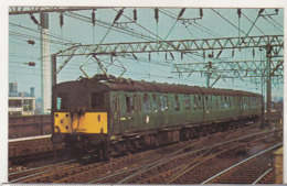 England Uncirculated Postcard - Trains - LM Region 1500 Volt DC EMU Set Manchester Picadilly - Trains