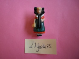 Feve Ancienne En Porcelaine - VILLE DE BUCKEBURG - Serie COSTUMES FOLKLORIQUES 1937 Rare ( Figurine Miniature ) - Oude