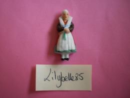 Feve Ancienne En Porcelaine - SILESIE POLOGNE - Serie COSTUMES FOLKLORIQUES 1937 Rare ( Figurine Miniature ) - Oude