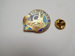 Superbe Pin's En EGF , Europa FDC Service , La Poste , Collection , Strasbourg , Signé Toled , N° 408 , Bleu Foncé - Post