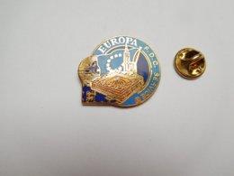 Superbe Pin's En EGF , Europa FDC Service , La Poste , Collection , Strasbourg , Signé Toled , N° 418 , Bleu Ciel - Post
