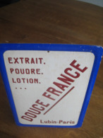 Ancien Carton Publicitaire De 1933 Parfum DOUCE FRANCE De LUBIN - Plaques En Carton