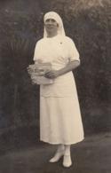 Photo Infirmière Avec Un Journal L'écho - Beroepen