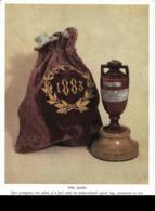 """CRICKET : Souvenir De La Victoire Anglaise En Australie (1883). Trophée Et Urne Contenant Les Cendres D'un """"bail"""". CPSM. - Cricket"""