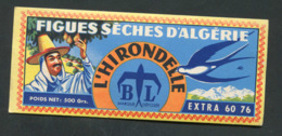 Etiquette Cartonné Années 50 époque Coloniale - Figues Sèches D'Algérie / L'Hirondelle ( à Tizi-Ouzou ) - Fruits Et Légumes