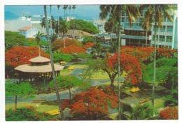 NOUMEA .- La Place Des Cocotiers - Nouvelle Calédonie