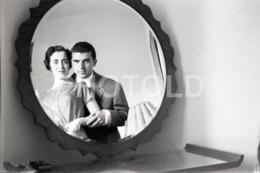 1957 COUPLE MIRROR PORTUGAL AMATEUR 35mm ORIGINAL NEGATIVE Not PHOTO No FOTO - Photographica