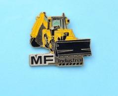 Pin's MASSEY FERGUSON, Tracteur, Pelle Mécanique - Marche