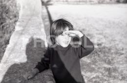 1973 BOY GARÇON PORTUGAL AMATEUR 35mm ORIGINAL NEGATIVE Not PHOTO No FOTO - Photographica