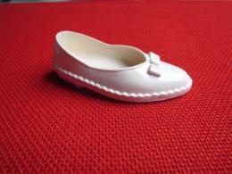 Cathy Ou Cathie BELLA Chaussure D'origine Droite N° 1 Pour Poupée Mannequin  Bon état Années 70 - Poupées