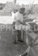 1957 LUNCH TIME WINE PORTUGAL AMATEUR 35mm ORIGINAL NEGATIVE Not PHOTO No FOTO - Photographica