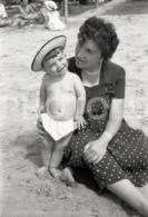1957 BOY BEACH PRAIA PORTUGAL AMATEUR 35mm ORIGINAL NEGATIVE Not PHOTO No FOTO - Photographica