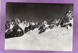 74 Pointe Helbronner Skilift D'été PUNTA HELBRONNER  à L'arrière Plan Dent Du Géant Et Vallée Blanche - France