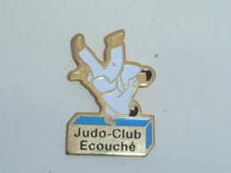 Pin's CLUB DE JUDO D ECOUCHE - Judo