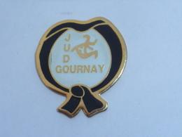 Pin's CLUB DE JUDO DE GOURNAY - Judo