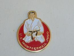 Pin's CLUB DE JUDO DE MONTFERMEIL - Judo