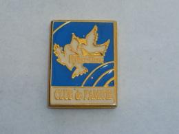 Pin's CLUB DE L AMITIE DE VALRAS PLAGE - Vereinswesen