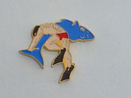 Pin's CLUB PLONGEE SQUALES - Tauchen