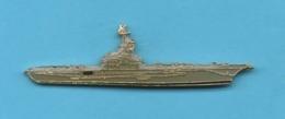 1 PIN'S //   ** MARINE NATIONALE FRANÇAISE / PORTE AVIONS FOCH R99 ** . (J.Y. Ségalen Collection) - Militaria